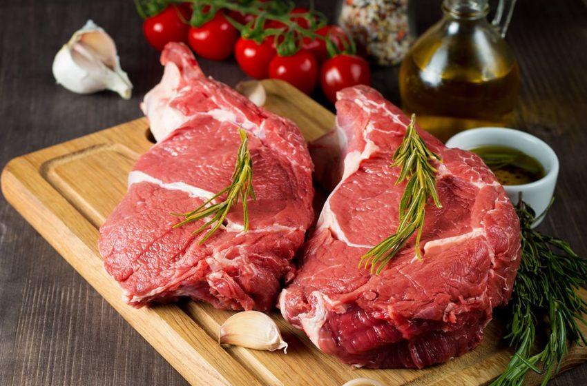 Manger de la viande rouge et de la viande transformée augmenterait les risques cardiovasculaires